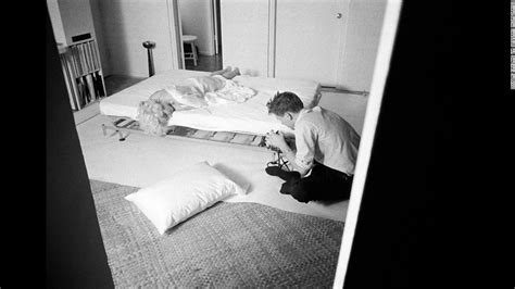 marilyn monroe bed douglas kirkland hollywood s favorite photographer cnn