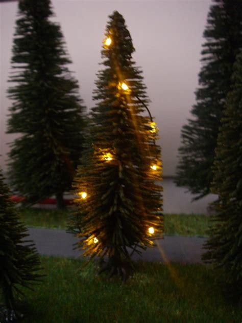 weihnachtsbaum mit lichterkette gelb beleuchtet h0 18 leds
