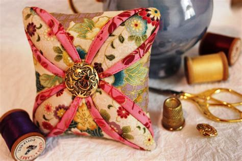 Free Pincushion Patterns Quilting by You To See Free Cathedral Window Pincushion Pattern