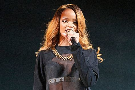Rihanna Biography In Spanish | rihanna film singer s spanish language movie based on
