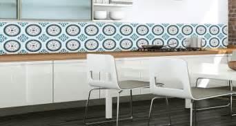 papier peint cuisine en carreaux de ciment deco cool