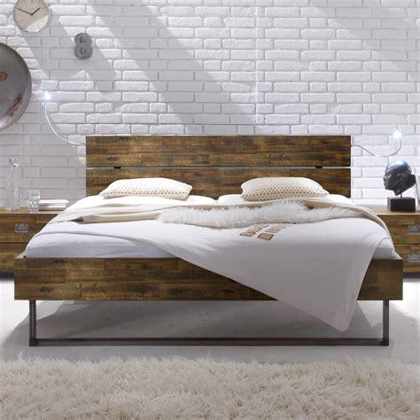 Vintage Bett Holz by Massivholzbett Aus Akazie Vintage Mit Stahlkufen Konna