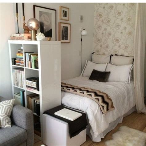 Bedroom Furniture Arrangements For Small Rooms 25 Best Ideas About Small Bedroom Arrangement On Pinterest Bedroom Arrangement How To