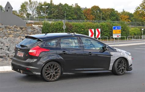 spyshots  ford focus rs spied  production front