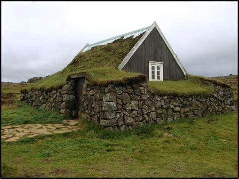 hutte viking voyage islande le pays de la glace et du feu dans l arctique