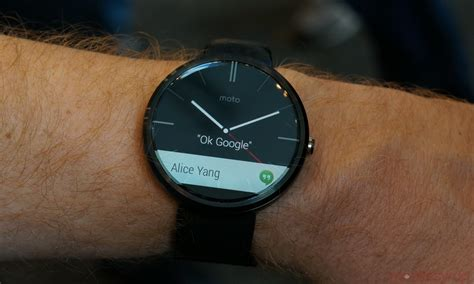 Smartwatch Moto 360 on with the moto 360 smartwatch mobilesyrup