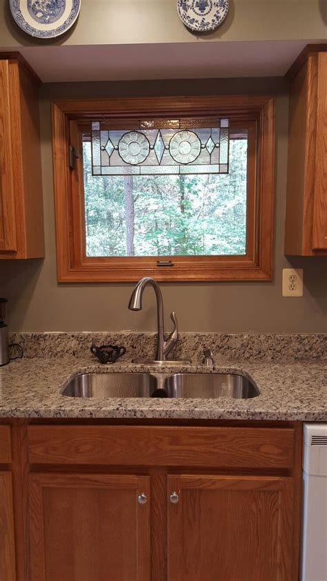 best granite color for white cabinets best 25 light oak cabinets ideas on pinterest kitchens