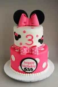 minnie maus kuchen 25 best ideas about minnie mouse cake on mini