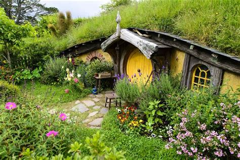 hobbit houses new zealand 5 places where you can vacation like a hobbit on hobbit