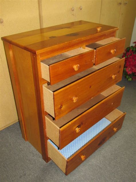 Sturdy Dressers by Lot Detail Sturdy 5 Drawer Dresser