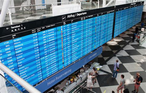 nec integratore alimentare un wall di 72 schermi segnala lo stato dei voli all