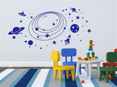 wandtattoo kinderzimmer planeten wandtattoo weltraum planeten f 252 rs kinderzimmer mit rakete