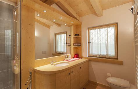 arredo bagno in legno arredo in legno da bagno con mobili su misura