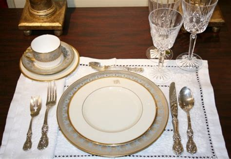dinner setting navyblueshoe wednesday decor guest post setting your table for a special dinner