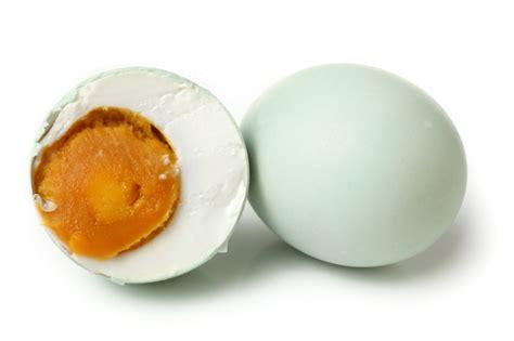 membuat telur asin dari telur ayam negeri inilah alasannya mengapa telur bebek enak dibuat telur asin