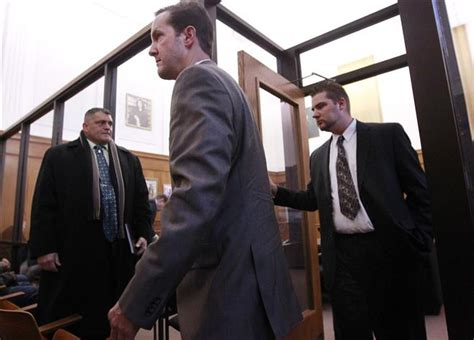 Milwaukee Circuit Court Search 2 Milwaukee Officers Fined 300 In Illegal Search