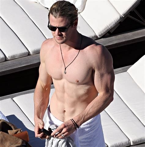 2015 hottest man 10 reasons why chris hemsworth is the sexiest man alive