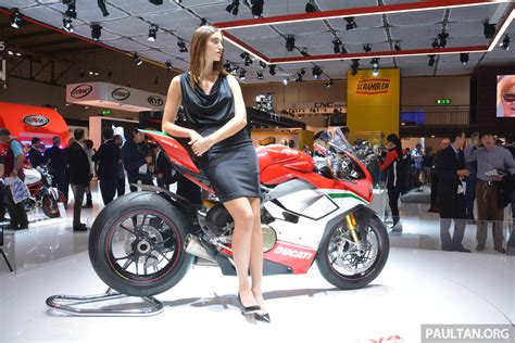 2017 EICMA: Ducati Panigale V4   double the fun