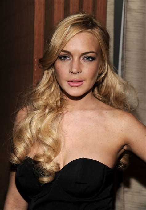 Style Lindsay Lohan Fabsugar Want Need 4 by Lindsay Lohan Half Up Half Updos Lookbook Stylebistro