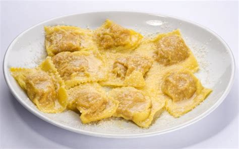 ravioli di zucca mantovani tortelli di zucca e parmigiano