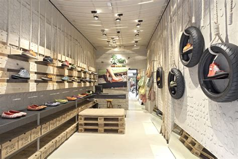 Interior Design With Recycled Materials by Recycled Materials 187 Retail Design