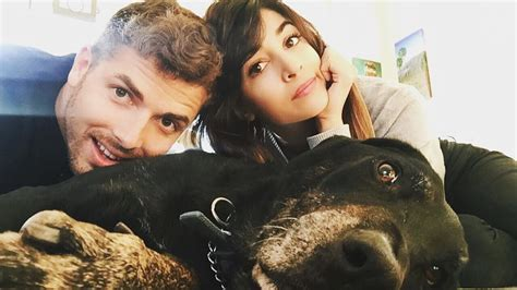 "Hannah Simone of ""New Girl"" Is Married *and* Pregnant"