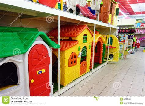 jouets jardin jouets d enfants pour la boutique de jardin photo 233 ditorial image 33509936