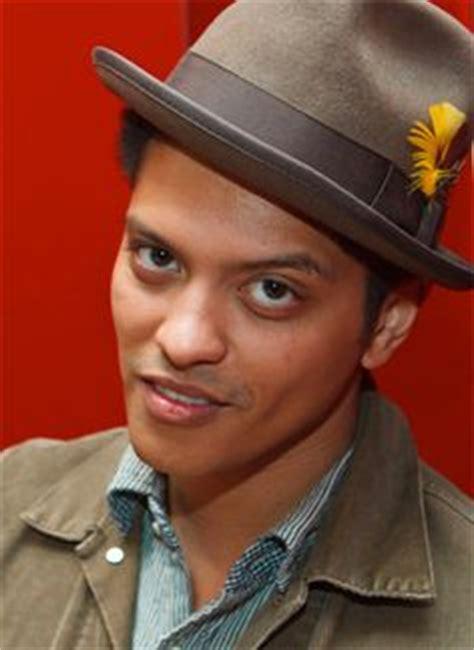 bruno mars biography en espanol famous musicians top 10 best popular male singers 2012
