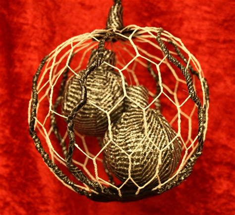 kerstbal 3 chicken wire christmas ball made by johanna