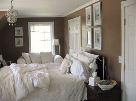 How To Decorate A Brown Bedroom by How To Decorate A Bedroom With Brown Walls