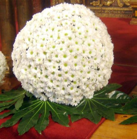 como hacer un arreglo de esferas de flores centros de flores para una boda con arreglos florales en