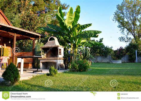 Schöner Garten Fotos 3753 by Sch 246 Ner Garten Mit Grill Stockfoto Bild 56636263