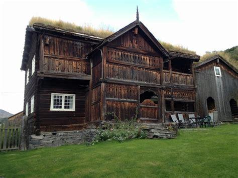 100 floors hd level 71 arquitectura fachada madera cesped tejado fachadas de
