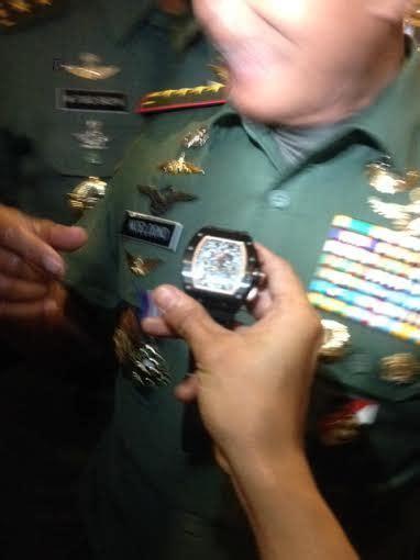 Moeldoko Buang Jam Tangan jenderal moeldoko banting jam tangan felippe massa di hotel borobudur
