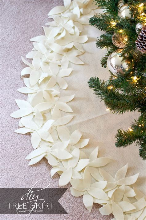 How To Make A Tree Skirt - how to make a no sew tree skirt livelovediy