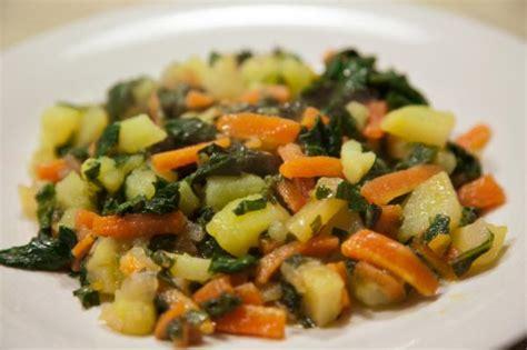 recetas para cocinar acelgas receta de acelgas salteadas con patatas
