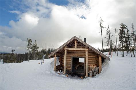 einsame hütte im schnee mieten de hut de sneeuw stock foto afbeelding bestaande uit