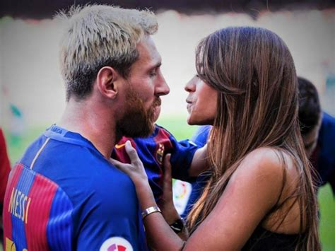 Messi Y Antonella Messi Se Casar 225 Con Antonella Roccuzzo Para Mediados De 2017