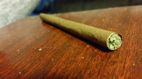 How To Make A Blunt Out Of Paper - 101 how to roll a blunt the greenery