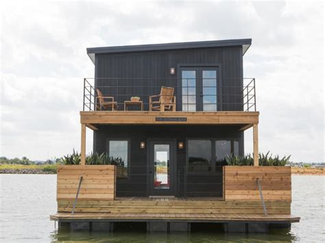 Houseboat Chip And Joanna Gaines by Fixer Upper It Floats Hgtv S Fixer Upper With Chip And