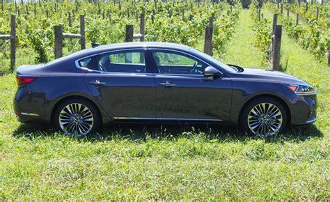 kia k7 review 2017 kia cadenza review autoguide news