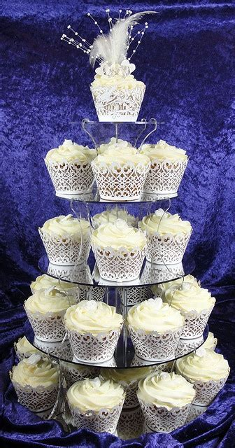 small wedding tier roaring 20s themed cupcakes and roaring twenties