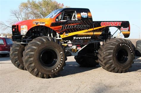 bigfoot 5 crushing monster trucks 17 best images about bigfoot 4x4x4 fans on pinterest