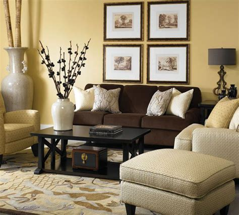 living room with brown leather sofa 25 best ideas about dark brown couch on pinterest