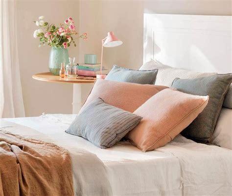 cojines de cama decorar cama con cojines almohadones cojines y colchas
