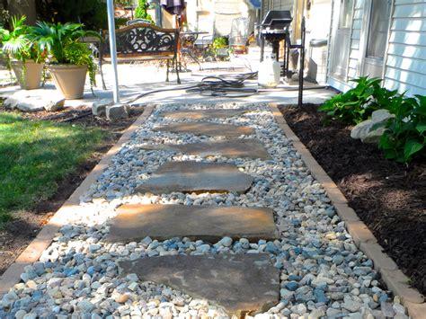 Gravel Walkway Flagstone Gravel Walkway I