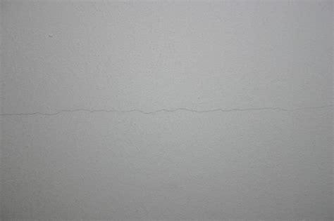 Fissure Plafond Platre by Plafond 233 Caill 233 Et Fissur 233