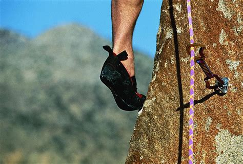 how to buy rock climbing shoes tips to buy the best rock climbing shoes