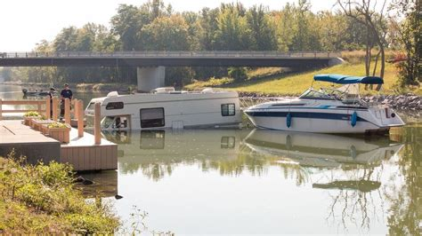 6 Desk Fan Boat Launch Gone Wrong Sends Rv Into The Erie Canal Wham