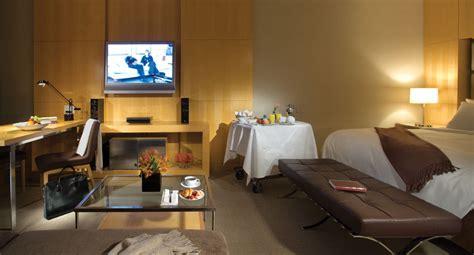 Best Bed Linens by Soho Metropolitan Hotel Toronto Luxury Hotel Toronto